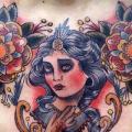 tatuaggio Old School Fiore Donne Seno di Mikael de Poissy