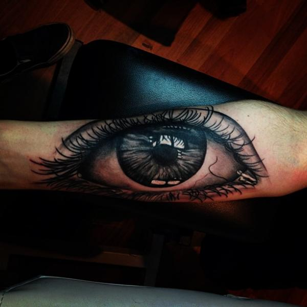 Arm Realistic Eye Tattoo by Mikael de Poissy