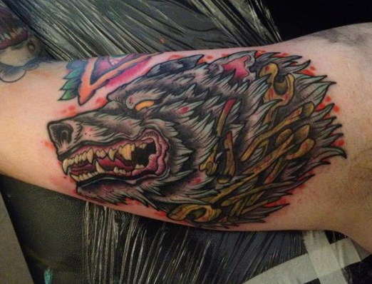 Arm Old School Wolf Tattoo von Physical Graffiti