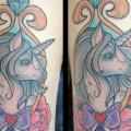 tatuaje Fantasy Unicornio Muslo por Physical Graffiti