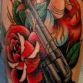 Arm Old School Herz Waffen tattoo von Jim Sylvia