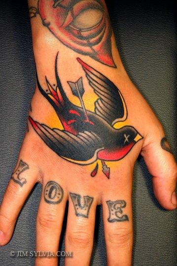 Tatuaggio Old School Rondine Mano di Jim Sylvia
