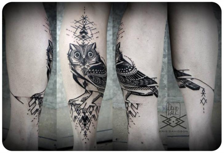 Tatuaggio Braccio Gufo Dotwork di Kris Davidson