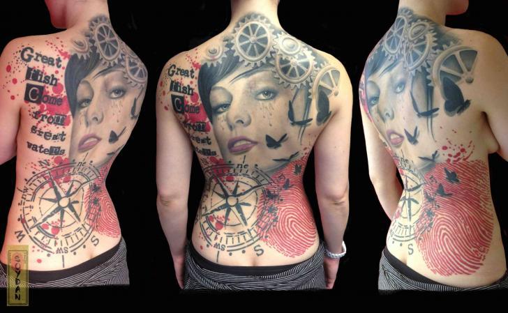 Getriebe Frauen Rucken Kompass Tattoo Von Yakuza Tattoo