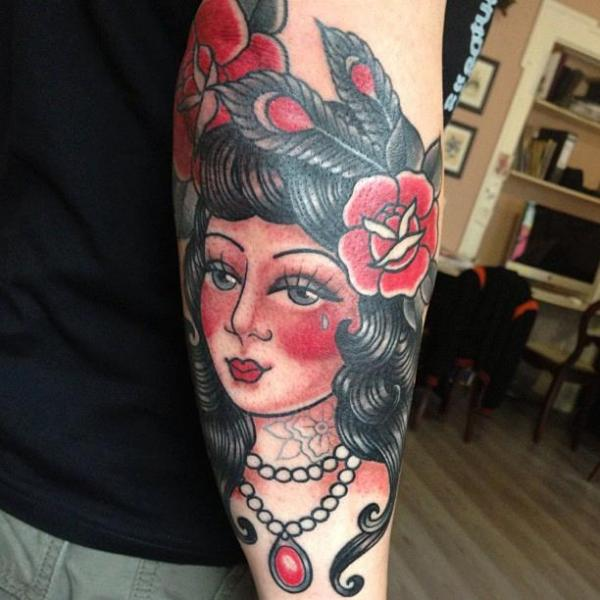 Tatuaggio Braccio Old School di Tatouage Chatte Noire