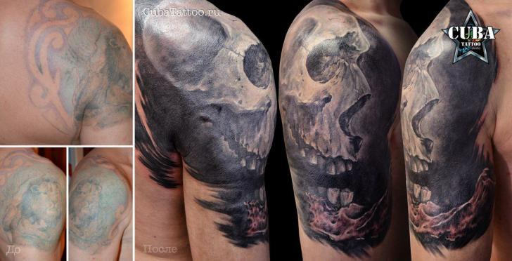 Shoulder Skull Cover-up Tattoo by Cuba Tattoo