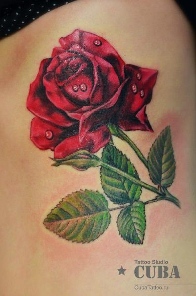 Realistische Blumen Seite Rose Tattoo von Cuba Tattoo