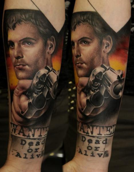 Arm Realistische Waffen Männer Tattoo von Vicious Circle Tattoo