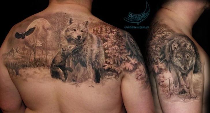 Tatuaje Realista Espalda Lobo por Bloody Art