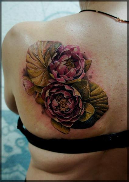 Realistische Blumen Rücken Tattoo von Pavel Roch