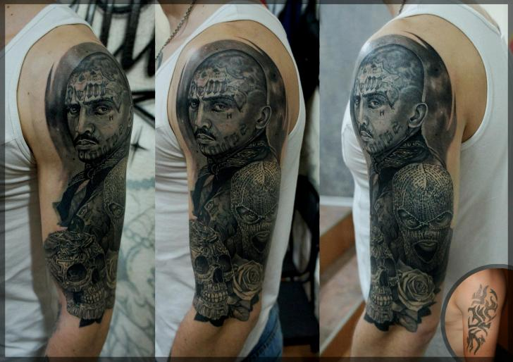 Tatuaggio Spalla Teschio Uomo di Pavel Roch