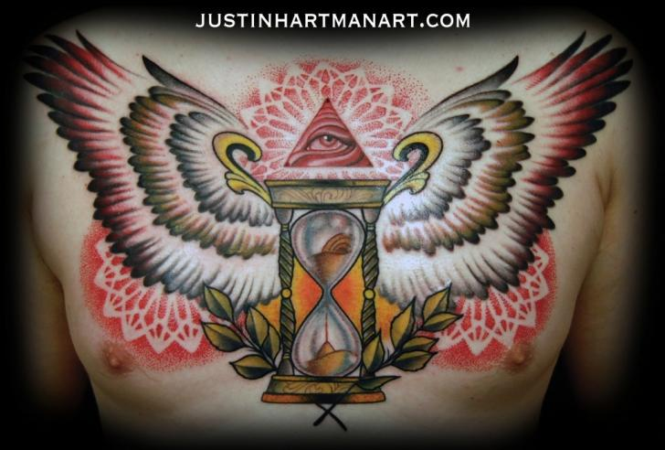Tatuaje Pecho Clepsidra Alas por Justin Hartman