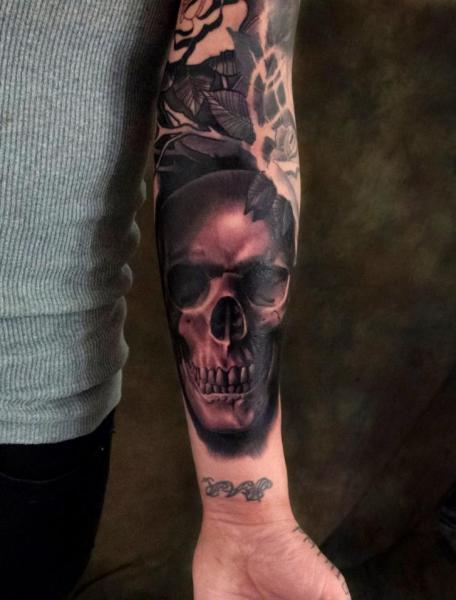 Arm Skull Tattoo by Plurabella