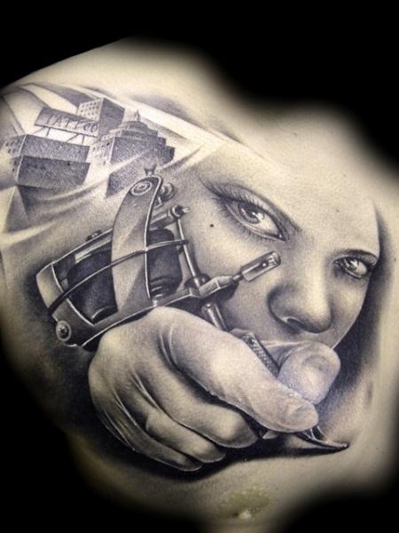 Realistische Brust Frauen Tattoo Maschine Tattoo von Demon Tattoo