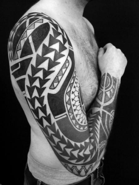 Shoulder Arm Tribal Tattoo by Sakrosankt
