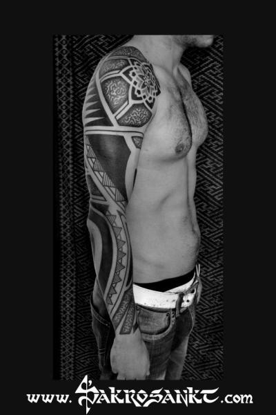 Tribal Dotwork Sleeve Tattoo von Sakrosankt