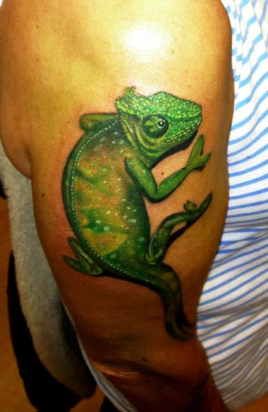 Arm Realistic Iguana Tattoo by Tattoo Helbeck