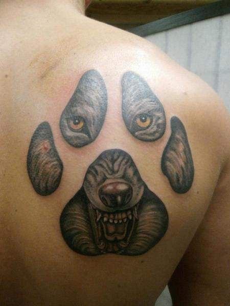 Back Wolf Tattoo by Tattoo Helbeck