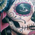 tatuaje Brazo Cráneo mexicano por Chalice Tattoo