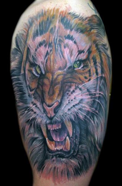 Realistische Tiger Tattoo von Mancia Tattoos