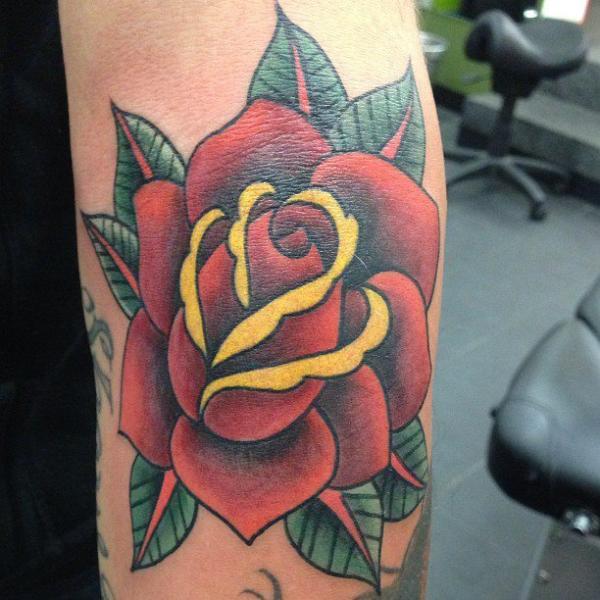Arm Old School Blumen Tattoo von LDF Tattoo