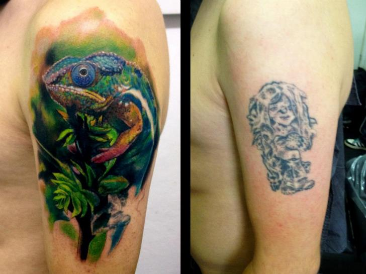 Shoulder Cover-up Chameleon Tattoo by Tribo Tattoo