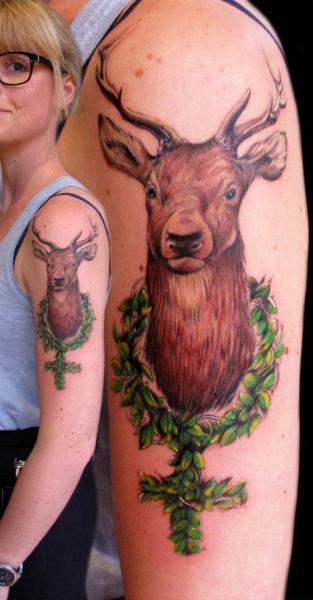 Shoulder Realistic Deer Tattoo by Zoi Tattoo