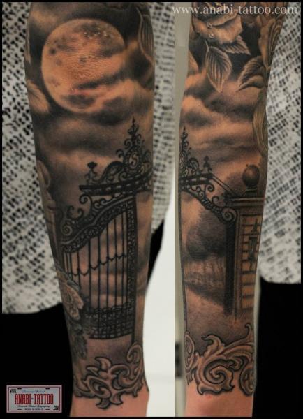 Arm Mond Tor Tattoo von Anabi Tattoo
