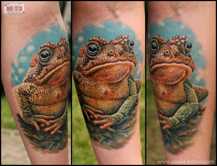 Arm Realistic Frog Tattoo by Anabi Tattoo