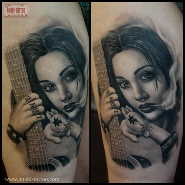 Porträt Realistische Oberschenkel Tattoo von Anabi Tattoo
