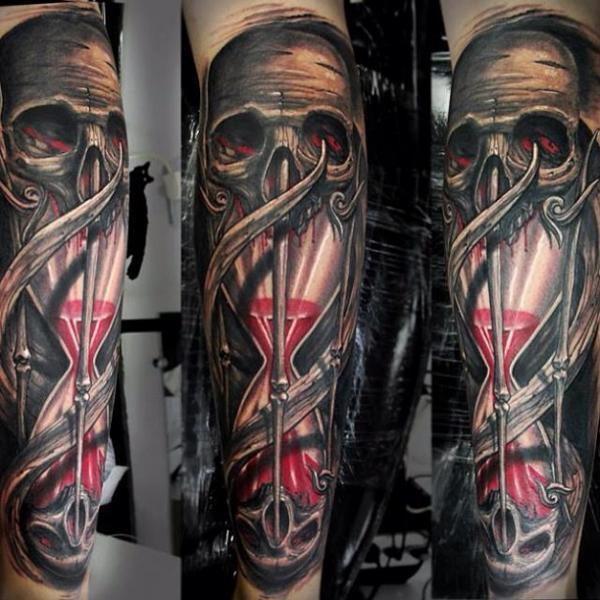 Arm Totenkopf Wasseruhr Tattoo von Javier Tattoo