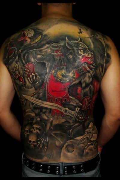 Fantasie Rücken Wolf Tattoo von Javier Tattoo