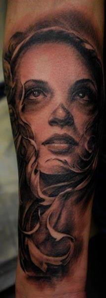 Tatuaje Brazo Fantasy Mujer por Carlos Torres