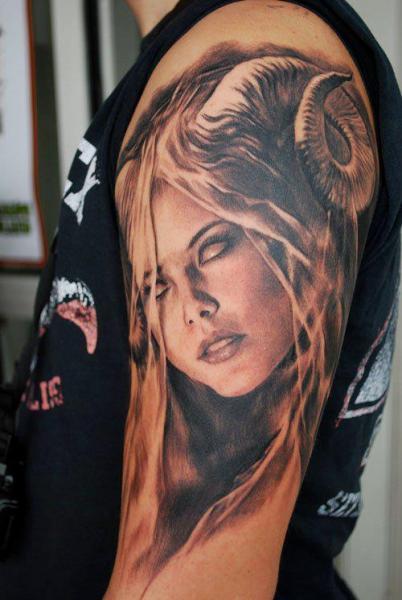 Schulter Fantasie Frauen Tattoo von Carlos Torres