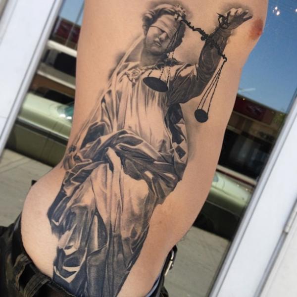 Fantasie Seite Blind Waage Gerechtigkeit Tattoo von Carlos Torres