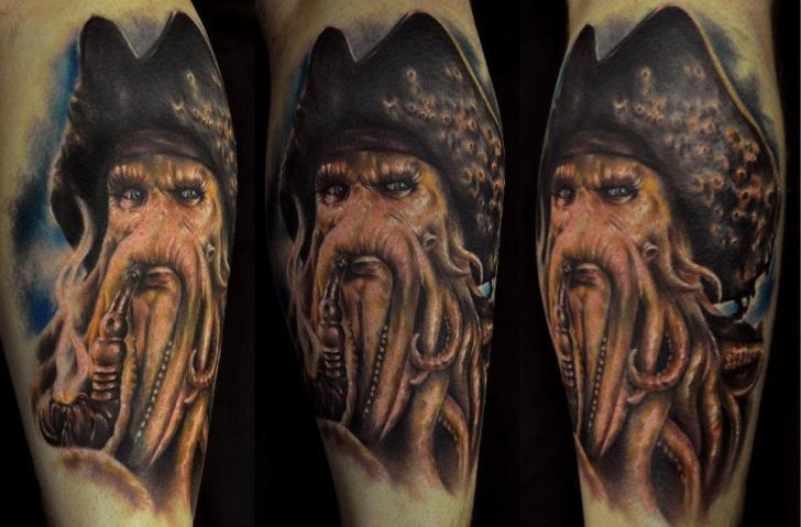 Arm Fantasie Porträt Tattoo von Venom Ink