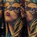 tatuaje Brazo Retrato Realista Mujer por Venom Ink