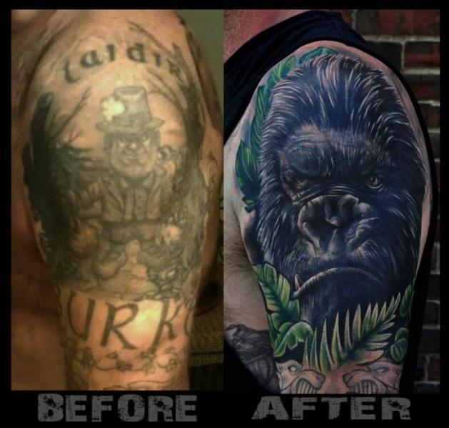 Tatuaje Hombro Cover-up Gorila por Venom Ink