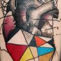 tatuaje Brazo Corazon Dotwork Geométrico por Ink-Ognito