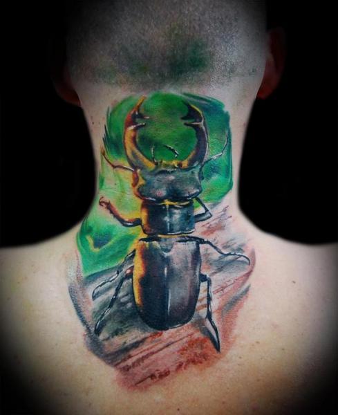 Tatuaje Espalda Cuello Escarbar por Ink-Ognito