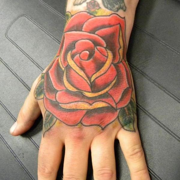 Old School Blumen Hand Tattoo von Art 4 Life Tattoo