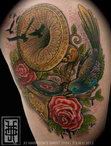 Arm Vogel Grammophon Tattoo von Jo Harrison