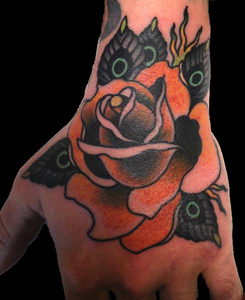 Old School Blumen Hand Tattoo von Skull and Sword