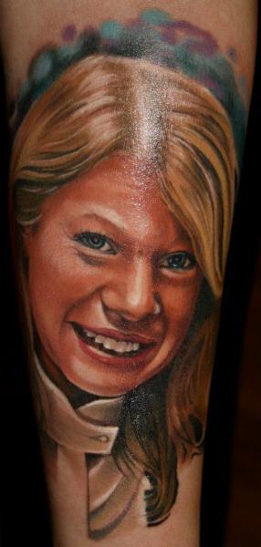 Tatuaje Brazo Retrato Realista por Reinkarnation Tattoos