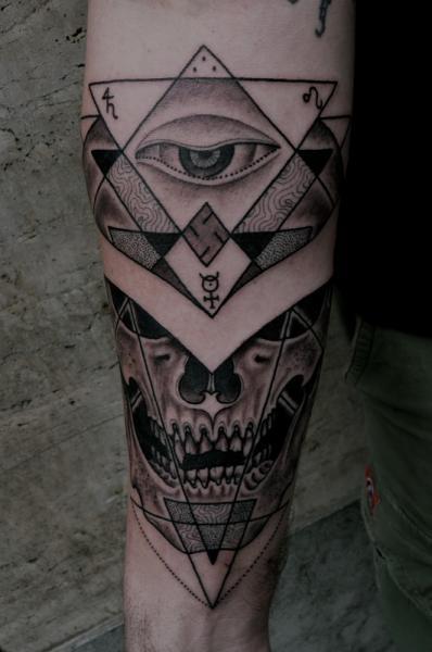 Tatuaggio Braccio Teschio di Holy Trauma