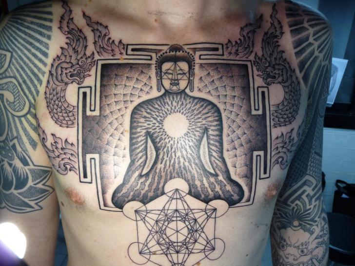 Tatuaje Pecho Buda Dotwork por Holy Trauma