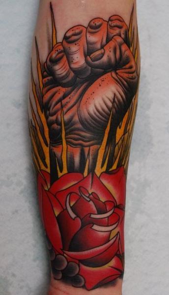 Tatuaggio Braccio Old School Fiore Mano di Peter Lagergren
