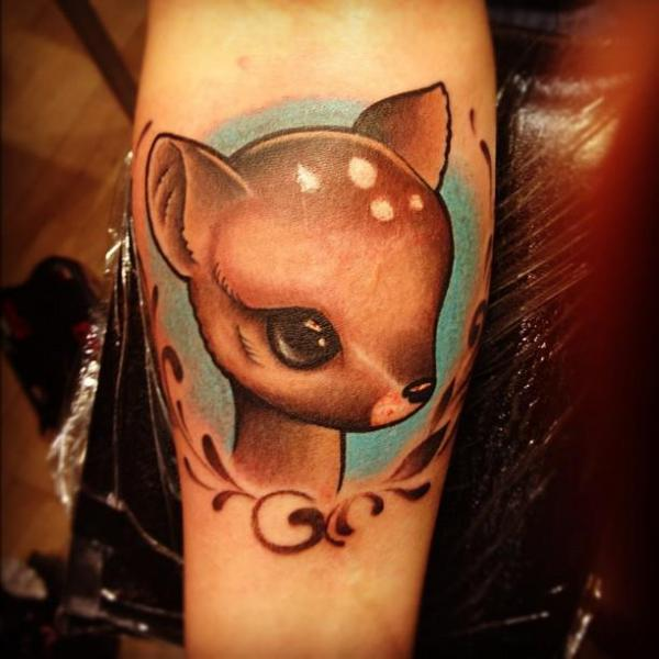 Tatuaje Brazo Bambi por Pistolero Tattoo