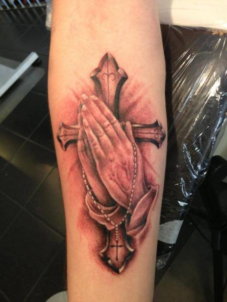 Arm Gebetshände Religiös Tattoo von Pistolero Tattoo