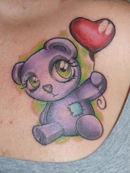 Tatuaggio Fantasy Orso Seno di Pistolero Tattoo
